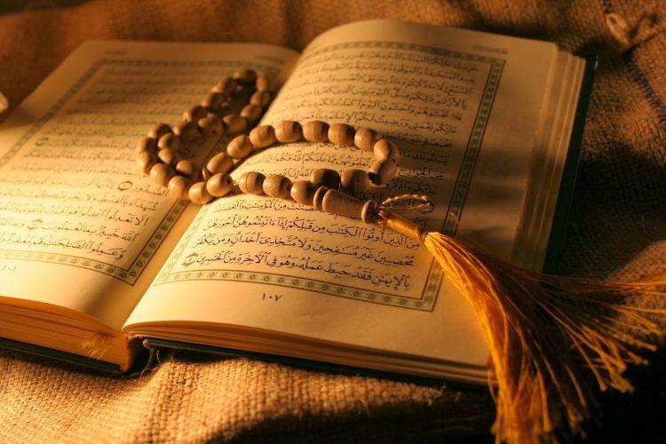 Membaca alqur'an adalah cara menghilangkan stres menurut islam.